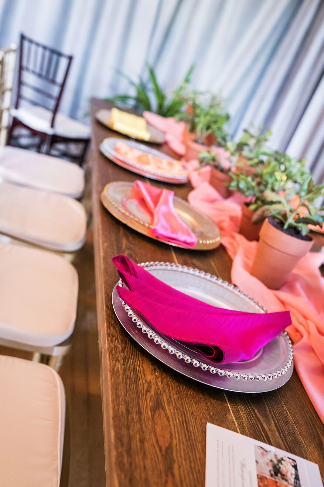 Sprucing Up Your Guest Tables Using Farm Tables